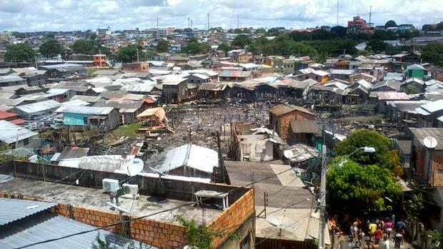 Área devastada pelo incêndio (Foto: Raquele Oliveira)