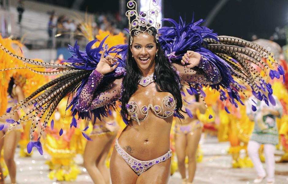 Pedidos de desculpa marcam desfile das campeãs de SP (Raul Zito/G1)