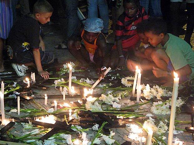 Moradores de dez comunidades atingidas pelos deslizamentos fizeram um protesto em Niterói