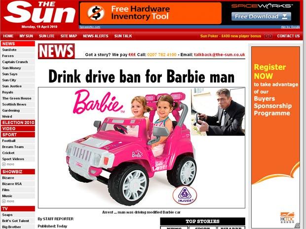 Paul Hutton (no detalhe) dirigiu carro de brinquedo e foi condenado na Inglaterra