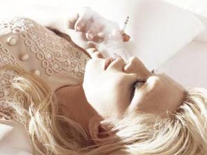 A cantora Courtney Love, que agora quer ser chamada de  Courtney Michelle.