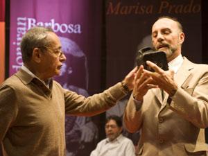 O diretor Galileu Garcia e o ator Milton Levy preparam uma cena