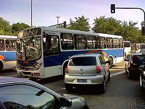 Trânsito está parado no Humaitá, na Lagoa e em Botafogo