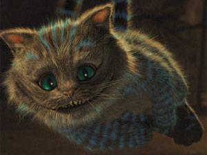 O Gato Risonho aparece e desaparece durante o filme