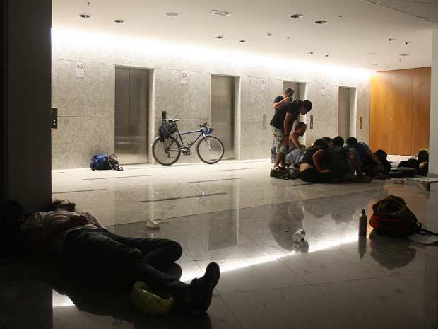 Estudantes mantêm a ocupação do prédio da futura sede da Câmara Legislativa do Distrito Federal, em Brasília, que está em fase final de construção.