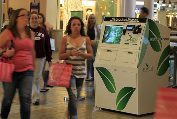 'Caixa eletrônico ecológico' paga por celular usado