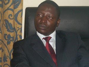 David Bahati, autor de lei que pune gays com a pena de morte em Uganda
