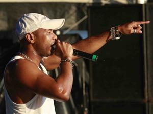 O cantor Buchecha se apresenta no último dia do Viradão Carioca (Foto: Lucíola Villela/G1)