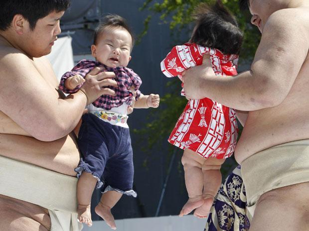 Crianças foram apresentadas por lutadores de sumô