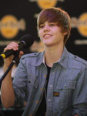 O cantor Justin Bieber, sensação teen: show cancelado por medo de tragédia.