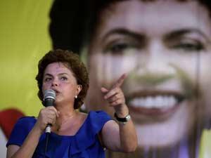 A pré-candidata do PT à presidência da República, Dilma Rousseff, durante encontro estadual do PT, na quadra da Portela, na zona norte do Rio de Janeiro, neste domingo (25). O encontro selou o apoio do PT a reeleição do governador do Rio de Janeiro