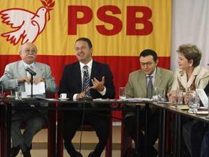 O vice-presidente do PSB,Roberto Amaral,o presidente do PSB  governador de Pernambuco, Eduardo Campos, o primeiro secretário nacional do PSB, Carlos Siqueira e a governadora do Rio Grande do Norte, Wilma de Faria, durante reunião do PSB