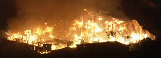 Incêndio atinge favela na Zona Leste