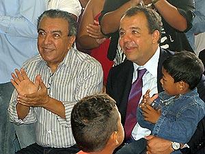 Maurício de Sousa ao lado do governador Sérgio Cabral: doação de livros