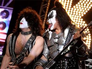 Paul Stanley (esquerda) e Gene Simmons, do Kiss, quando  tocaram no Brasil em 2009