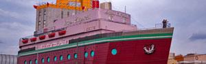 Motel reproduz navio em tamanho original (Reprodução/Tokyo Times)
