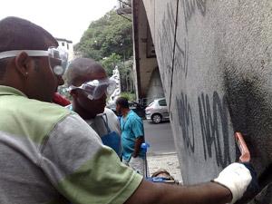 Pichadores fazem faxina em túnel do Rio