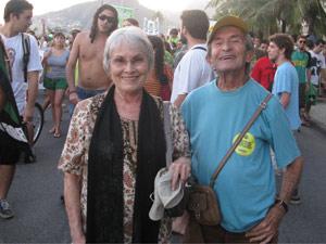 Os irmãos Helena, de 80 anos, e Hélio, de 79, lutam contra a hipocrisia