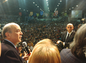 Serra falou para 10 mil pessoas em Camboriú neste sábado (1º).