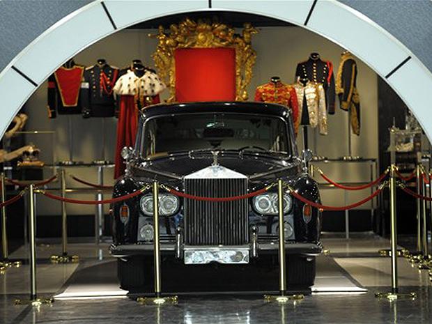 Carro de alto luxo Rolls Royce fabricado em 1967 está em exibição em Tóquio.