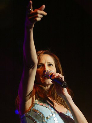 A cantora country Chaly Wright.