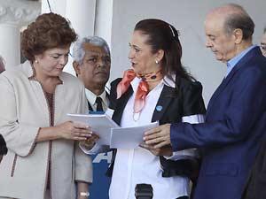 O pré-candidato do PSDB à Presidência, José Serra, e a pré-candidata do PT à Presidência, Dilma Rousseff, abertura oficial da 76ª ExpoZebu, evento agropecuário realizado em Uberaba (MG), nesta segunda-feira (03)