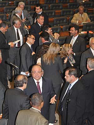 Parlamentares durante a votação do reajuste dos aposentados na Câmara