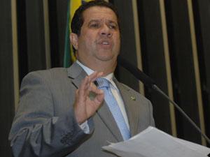 O ministro do Trabalho e Emprego, Carlos Lupi, em sessão  solene do Dia do Trabalho nesta terça-feira (4)