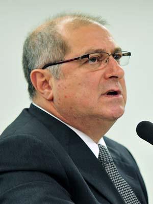 O ministro do Planejamento, Paulo Bernardo, nesta terça-feira (4)