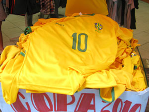 Lojas vendem cerca de 200 camisas por dia