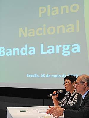 Os ministros Erenice Guerra (Casa Civil) e Paulo Bernardo (Planejamento) durante lançamento do Plano Nacional de Banda Larga, nesta quarta (5)