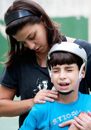 Leonor Macedo conta histórias do filho Lucas, de 8 anos, desde que era bebê.