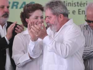 O presidente Lula e pré-candidata Dilma participam de solenidade em Ipojuca