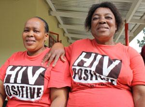 Majoalame Ramokhele e Mabotlata Ratatolí são HIV positivo e trabalham como conselheiras de pacientes em uma clínica em Morija