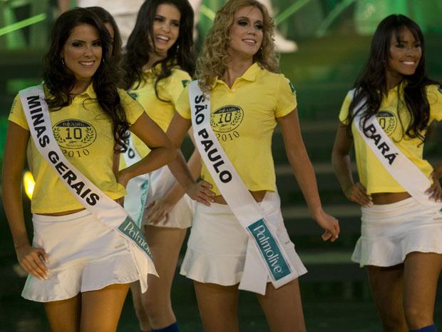 A candidata de Minas Gerais, Débora Moura Lyra (à esq.),  venceu o Miss Brasil 2010