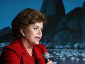 A pré-candidata à Presidência da República pelo PT, Dilma Rousseff, participa do seminário Brazil Infrastructure Summit realizado pelo jornal Valor Econômico, no Hotel Copacabana Palace