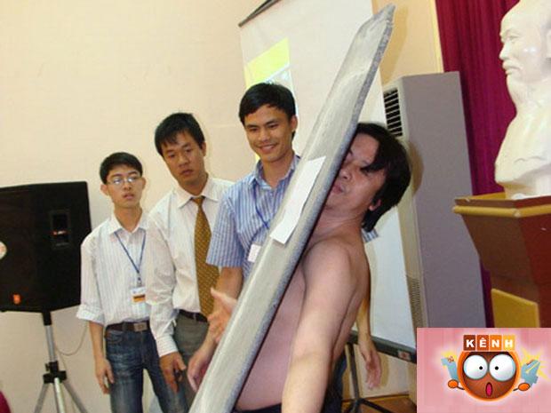 Ta Quang Thanh ganhou notoriedade ao carregar placa de pedra