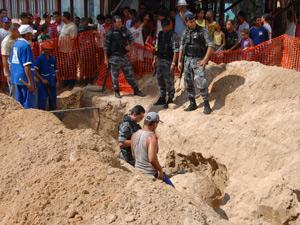 Funcionários de construtora encontram mina marítima em obra de revitalização