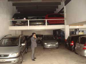 Carros ficam 'presos' em estacionamento com a falta de luz