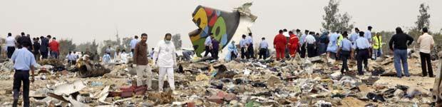 Avião com 104 a bordo cai na Líbia; garoto holandês é o único sobrevivente (Avião com 104 a bordo cai na Líbia; garoto holandês sobrevive (Avião com 104 a bordo cai na Líbia; garoto holandês sobrevive (Avião com 104 a bordo cai na Líbia (Reuters))))