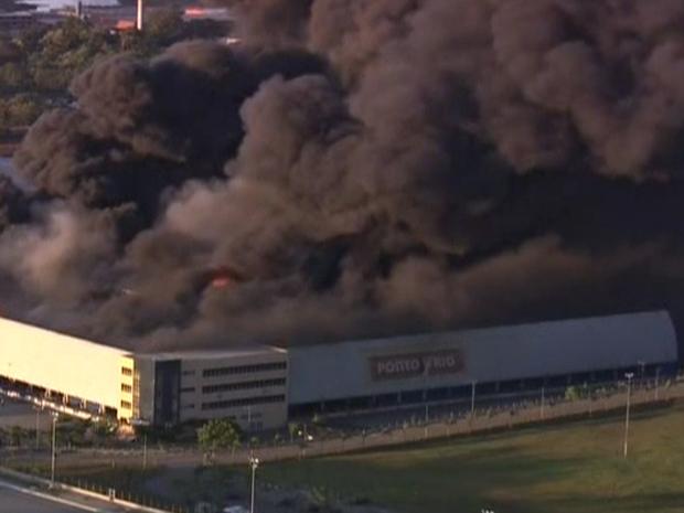 Incêndio atinge depósito em Guarulhos