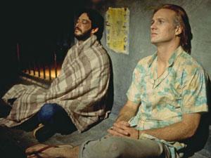 Raul Julia e William Hurt em cena de 'O beijo da mulher aranha'