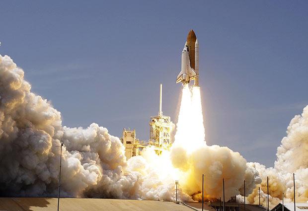 Ônibus espacial Atlantis decola com sucesso na Flórida