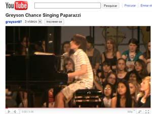 Menino de 12 tocou versão de música de Lady Gaga no colégio
