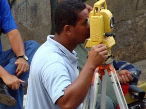 Topógrafo Márcio Souza Matos monitora o edifício da Rua Machado de Assis