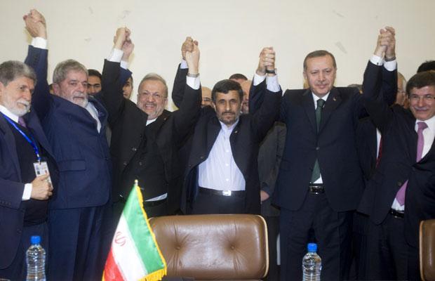 Irã concorda em fazer troca de combustível nuclear na Turquia