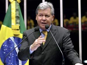 O senador Arthur Virgílio (PSDB-AM) em  sessão plenária nesta  terça-feira (18)