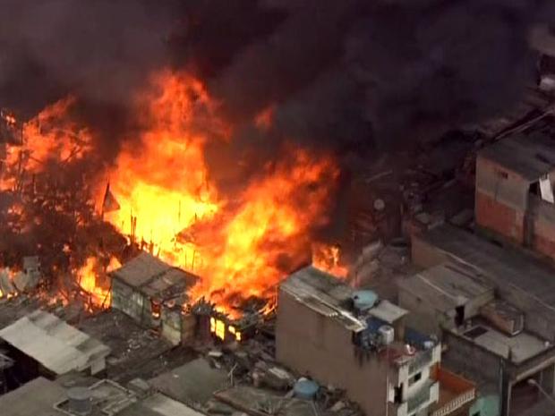 Incêndio atinge favela no ABC