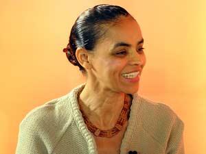 A pré-candidata do PV à Presidência da República, Marina Silva, durante entrevista nesta terça-feira (18) ao Grupo RBS, em Porto Alegre