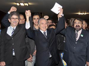 Prefeitos do interior de São Paulo comemoram com o presidente da Câmara dos Deputados, Michel Temer (SP), a sua pré-candidatura a vice-presidente